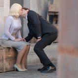 Jonás besa timidamente a Patricia y alguien le está observando en 'Velvet'