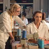 Rita llama la atención a su amiga Ana en los talleres de 'Velvet'