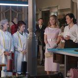 Doña Blanca visita el taller de 'Velvet'