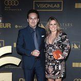 Iker Jiménez junto a Carmen Porter en el photocall de los Premios Ondas 2015