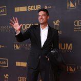 Javier Estrada saluda en la alfombra roja de los Premios Onda 2015