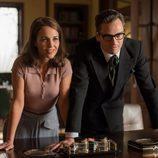 Ana y Raúl en el despacho general en 'Velvet'