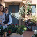 Ana y Alberto disfrutan en una terraza llena de flores en 'Velvet'