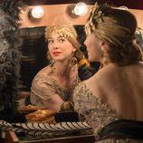Clara está preparándose para el gran show en 'Velvet'