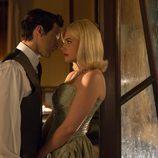 Enrique intenta besar a Patricia en 'Velvet'