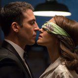 Alberto quiere besar a Ana en 'Velvet'