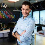 Nando Escribano posa muy sonriente en 'Cazamariposas'