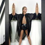 Paris Hilton sorprende de negro en su último posado para Paper
