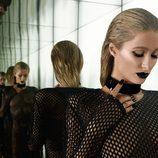 Paris Hilton, con un look gótico, lo enseña todo en Paper