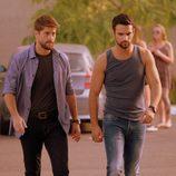 Salva y Lucas pasean en 'Mar de plástico'
