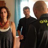 Marta y Héctor se encuentran con la visita inesperada del inspector en 'Mar de plástico'
