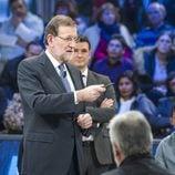 Mariano Rajoy apunta con el dedo a uno de los ciudadanos en 'laSexta Noche'