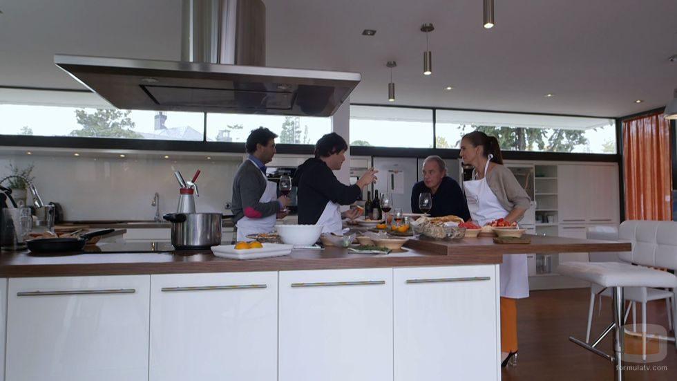 El jurado de 39 master chef en la cocina de 39 en la tuya o en - Television en la cocina ...