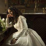 Margarita (Inma Cuesta) posa con su vestido de novia