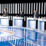 Alberto Garzón luce el lazo naranja en el debate de La 1