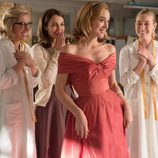 Ana, Rita y Lucía sonríen y aplauden a Clara en 'Velvet'