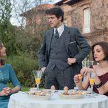 Enrique Otegui visita a Bárbara y a Cristina en 'Velvet'