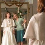 Clara ve por primera vez su vestido de novia junto con Rita en 'Velvet'