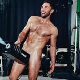 Mäns Zelmerlöw se desnuda en un escenario para la revista GT