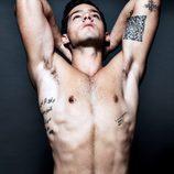 Joel Bosqued luce torso desnudo en una erótica sesión de fotos