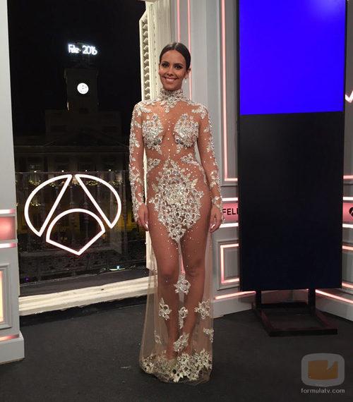 Cristina Pedroche con su vestido en el balcón de Antena 3 de las Campandas 2015