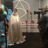 Cristina Pedroche con la capa que cubría el vestido que lució en la Nochevieja 2015