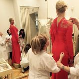 Anne Igartiburu con su vestido rojo