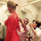Anne Igartiburu con el diseñador Lorenzo Caprile