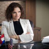 Mary Elizabeth Mastrantonio interpreta a Nasreen Pouran en 'Sin límites'