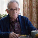 Dennis Finch, padre del protagonista, está enfermo en 'Sin límites'