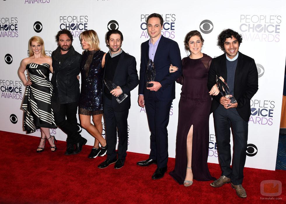El elenco de 'The Big Bang Theory' posa en los People Choice Awards 2016