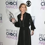 Ellen Pompeo en la alfombra de los People Choice Awards 2016