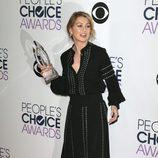 Ellen Pompeo en la alfombra de los People Choice Awards 2016