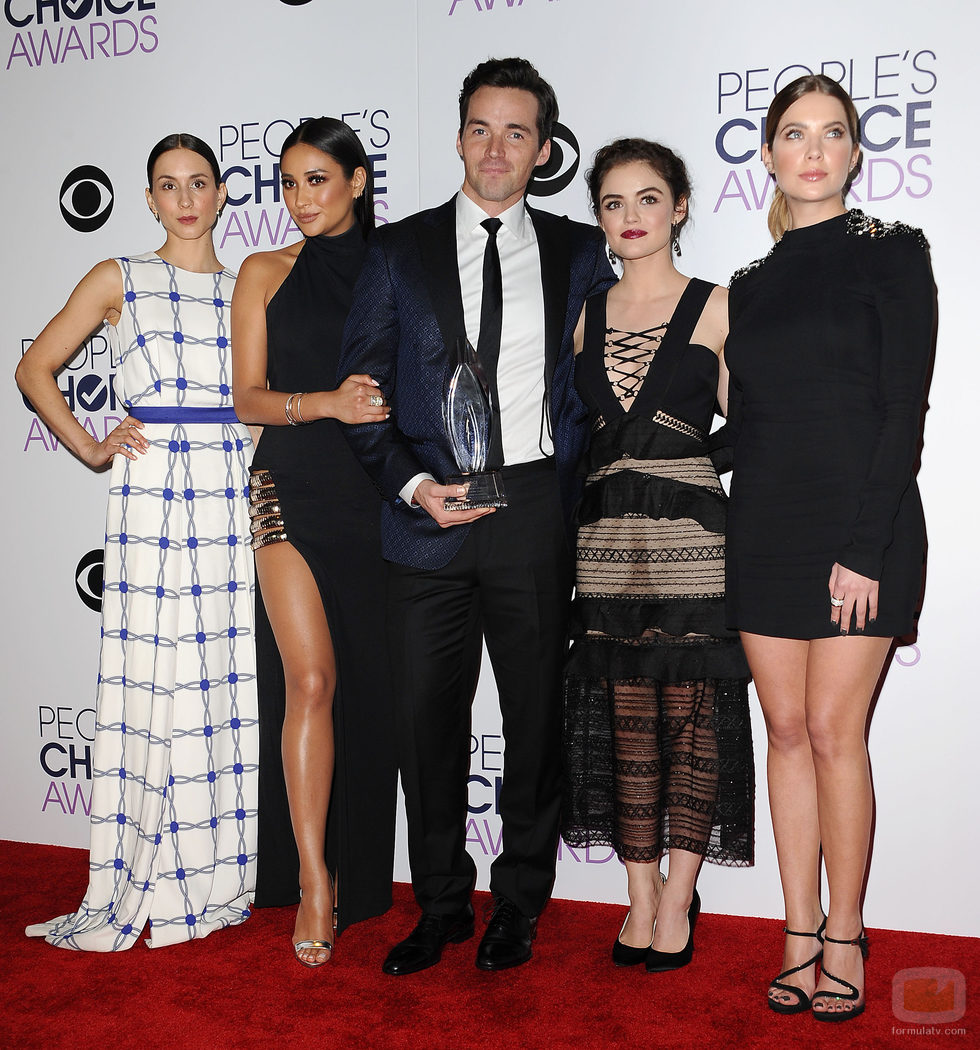 Los actores de 'Pretty Little Liars' recogen su People Choice Awards 2016