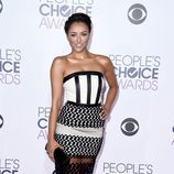 Kat Graham en la alfombra roja de los People Choice Awards 2016