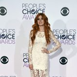 Katherine McNamara, de blanco, en  los People Choice Awards 2016
