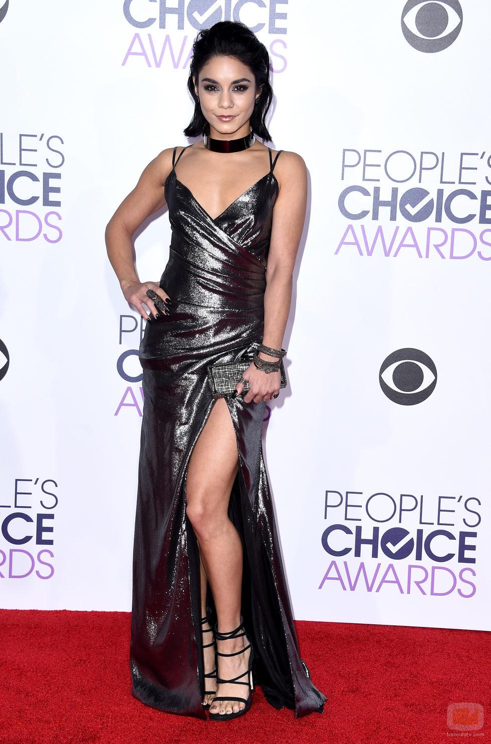 Vanessa Hudgens  en la alfombra de los People Choice Awards 2016