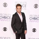 Ed Westwick posa en la alfombra de los People Choice Awards 2016