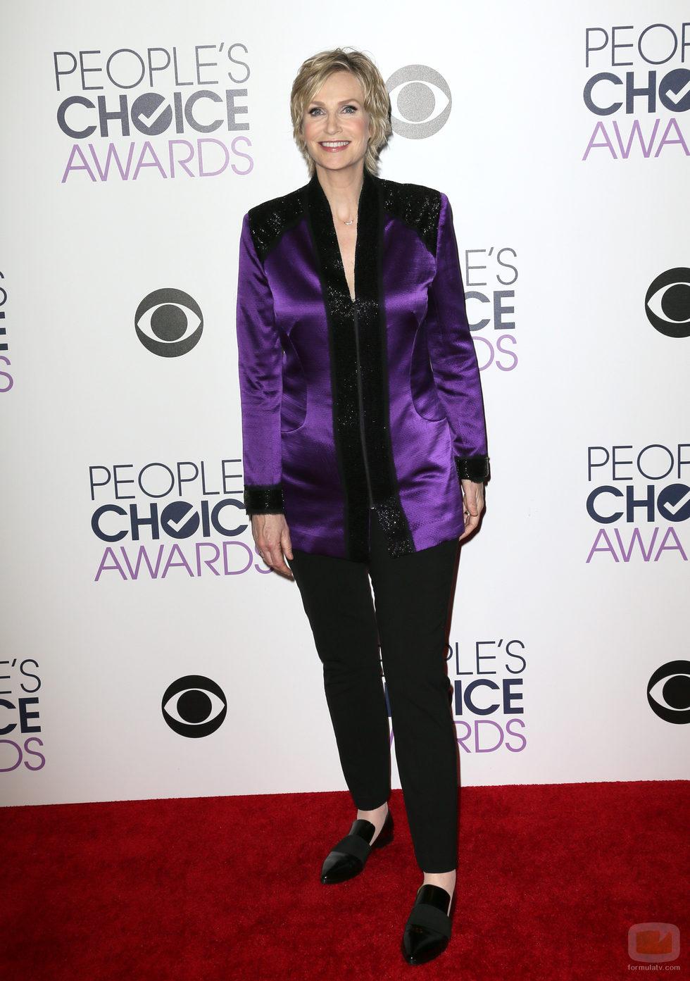 Jane Lynch en la alfombra roja de los People Choice Awards 2016