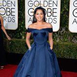Gina Rodríguez en la alfombra roja de los Globos de Oro 2016