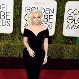 Lady Gaga en la alfombra roja de los Globos de Oro 2016