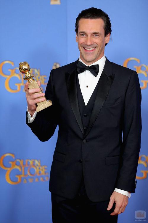 Jon Hamm posa con el Globo de Oro