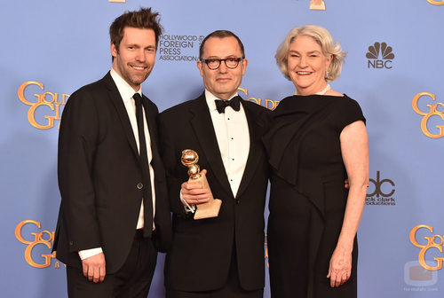 El equipo de 'Wolf Hall' posa con el Globo de Oro