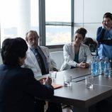 El equipo de médicos del Montalbán en una reunión en 'Bajo sospecha'