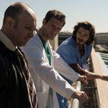 Vidal, Alain y Víctor comentan los avances en lo alto del hospital en 'Bajo sospecha'