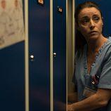 Isabel recoge rápidamente las cosas de su taquilla en 'Bajo sospecha'