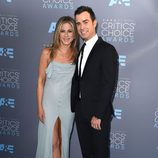 Justin Theroux y Jennifer Aniston en la alfombra de los Critics' Choice Awards
