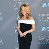 Jennifer Jason Leigh en la alfombra de los Critics' Choice Awards