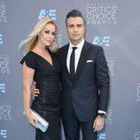 Jaime Camil y Heidi Balvanera en la alfombra de los Critics' Choice Awards