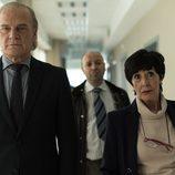 Adela acompaña al comisario Casas por el hospital en 'Bajo sospecha'